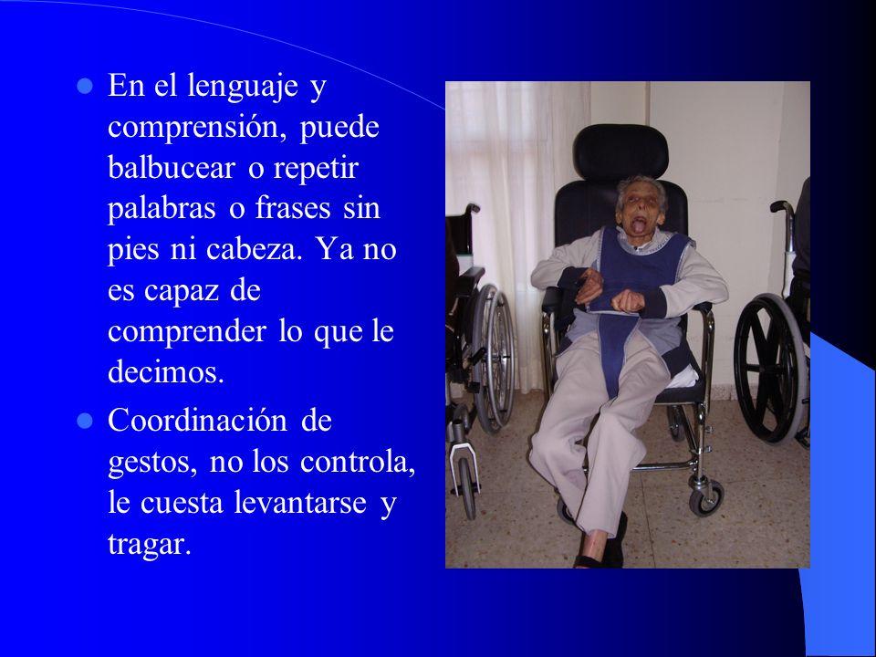 En el lenguaje y comprensión, puede balbucear o repetir palabras o frases sin pies ni cabeza.