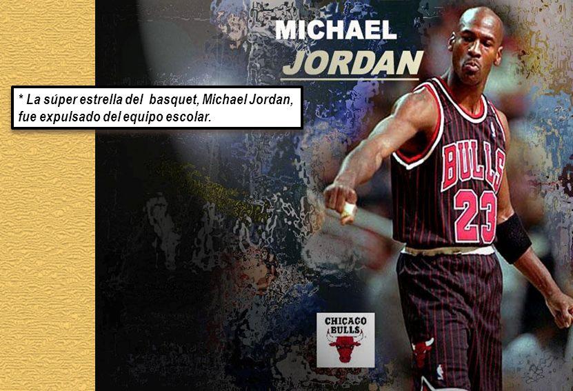 * La súper estrella del basquet, Michael Jordan, fue expulsado del equipo escolar.