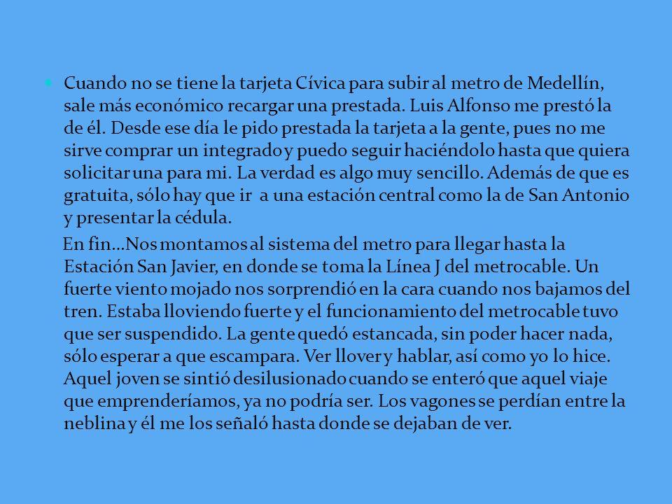 Cuando no se tiene la tarjeta Cívica para subir al metro de Medellín, sale más económico recargar una prestada.