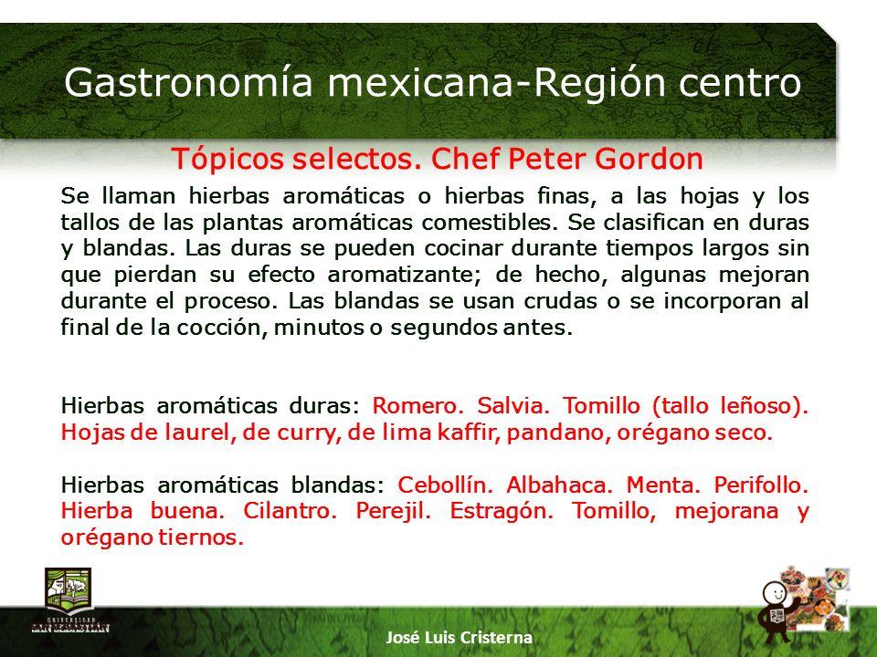 Gastronomía mexicana-Región centro José Luis Cristerna Picar: Las hierbas picadas desprenden su aroma mucho más rápido que si se usan enteras.