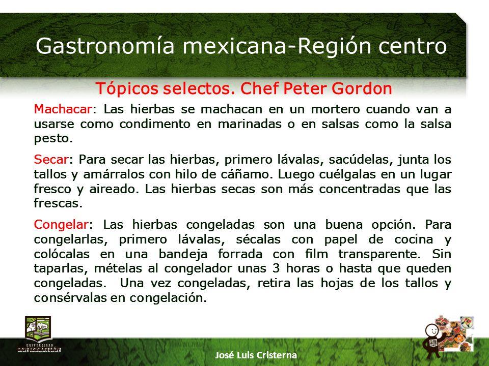 Gastronomía mexicana-Región centro José Luis Cristerna Machacar: Las hierbas se machacan en un mortero cuando van a usarse como condimento en marinadas o en salsas como la salsa pesto.