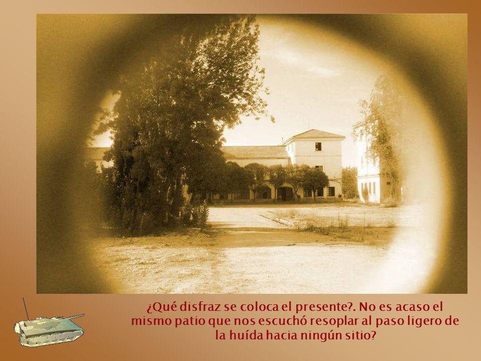 El pasado está apostado ahí, tras la puerta. Aguardando el testigo.