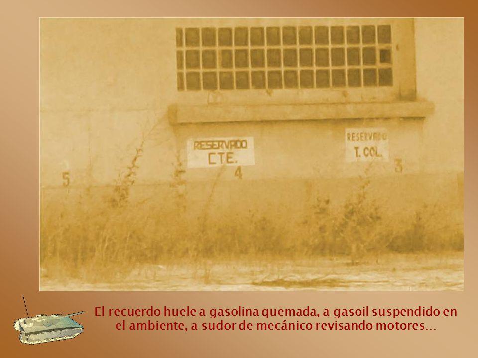 El recuerdo huele a gasolina quemada, a gasoil suspendido en el ambiente, a sudor de mecánico revisando motores…