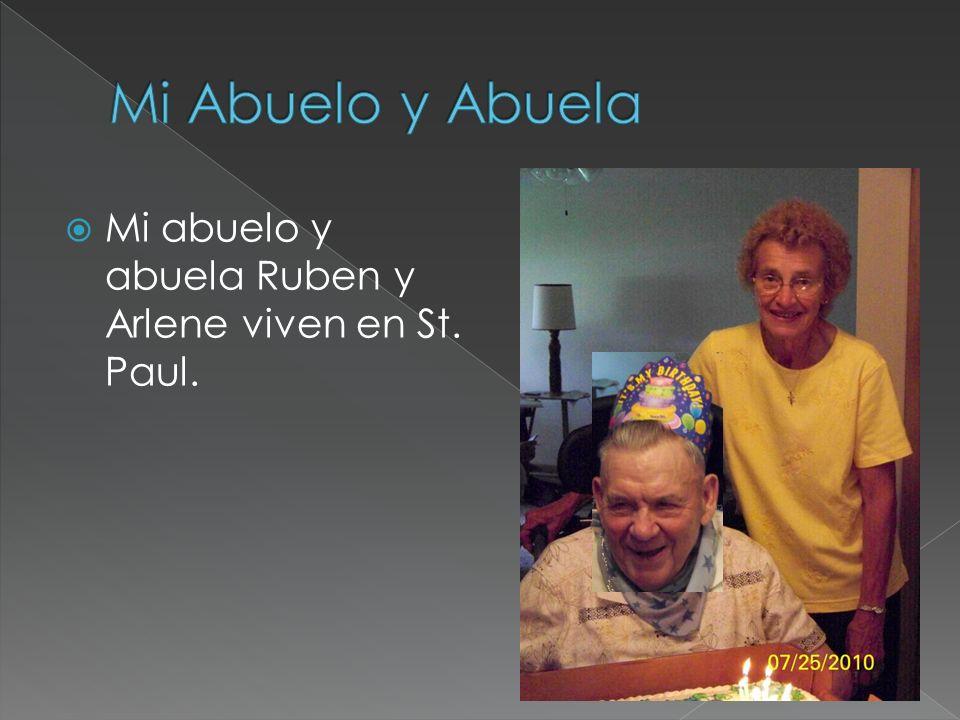 Mi abuelo y abuela Ruben y Arlene viven en St. Paul.