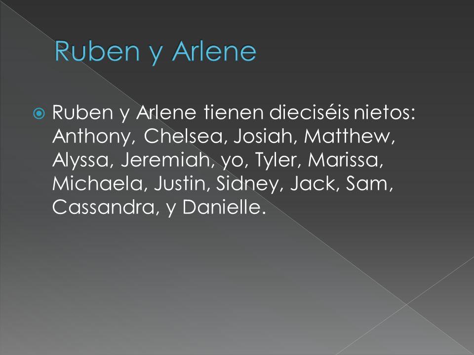 Ruben y Arlene tienen dieciséis nietos: Anthony, Chelsea, Josiah, Matthew, Alyssa, Jeremiah, yo, Tyler, Marissa, Michaela, Justin, Sidney, Jack, Sam, Cassandra, y Danielle.