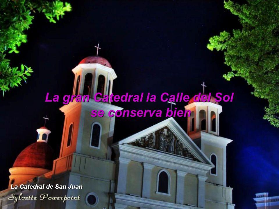 La gran Catedral la Calle del Sol se conserva bien La Catedral de San Juan