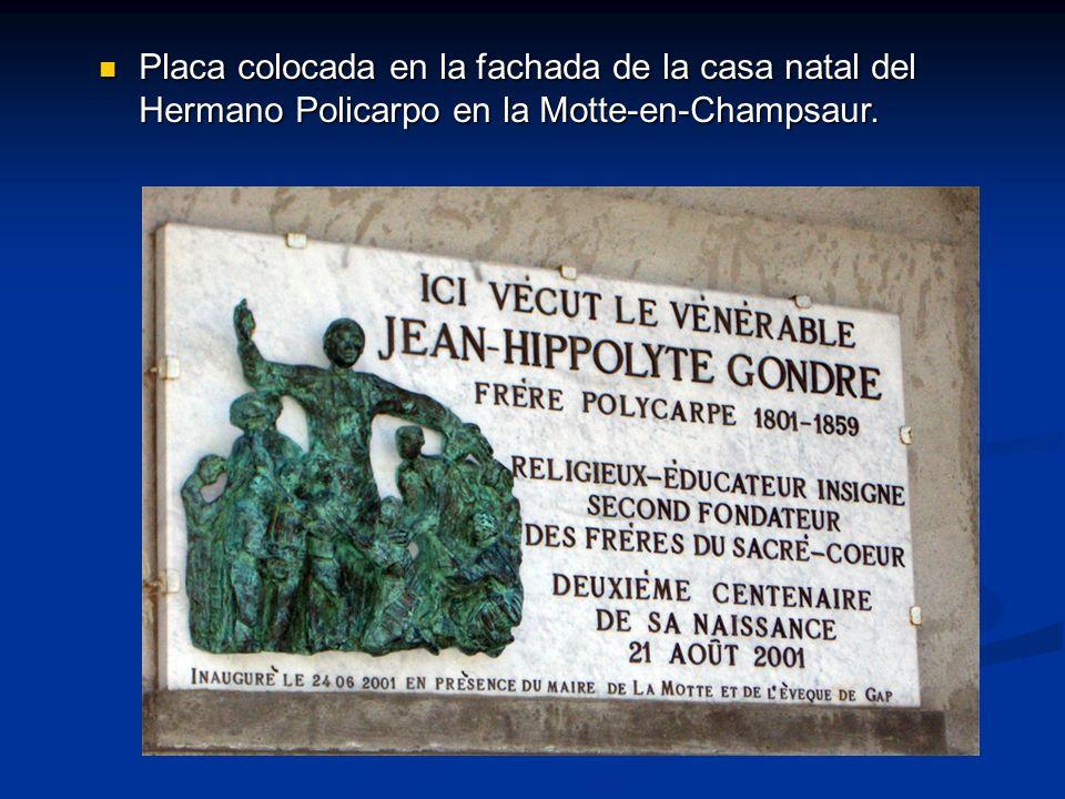 Placa colocada en la fachada de la casa natal del Hermano Policarpo en la Motte-en-Champsaur.
