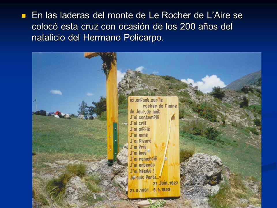 En las laderas del monte de Le Rocher de LAire se colocó esta cruz con ocasión de los 200 años del natalicio del Hermano Policarpo. En las laderas del