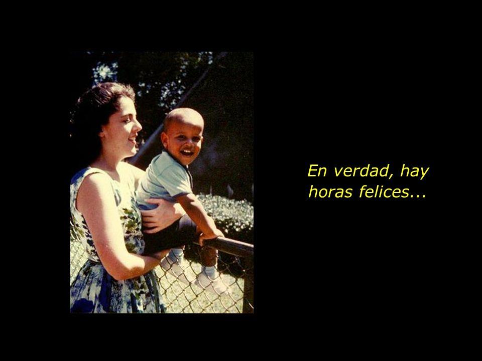 La radiante felicidad de una joven madre que lleva en su regazo al primogénito.
