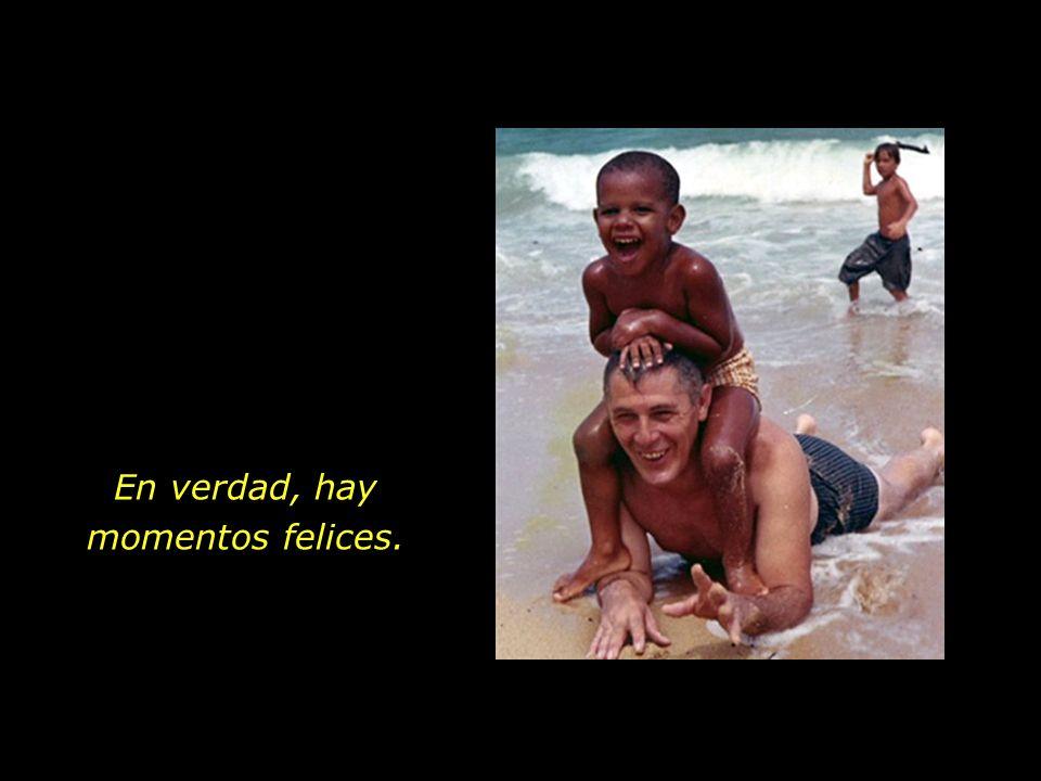 Abuelo y nieto. Playas de Hawaii. El amor sincero que hace aflorar sonrisas en los rostros.