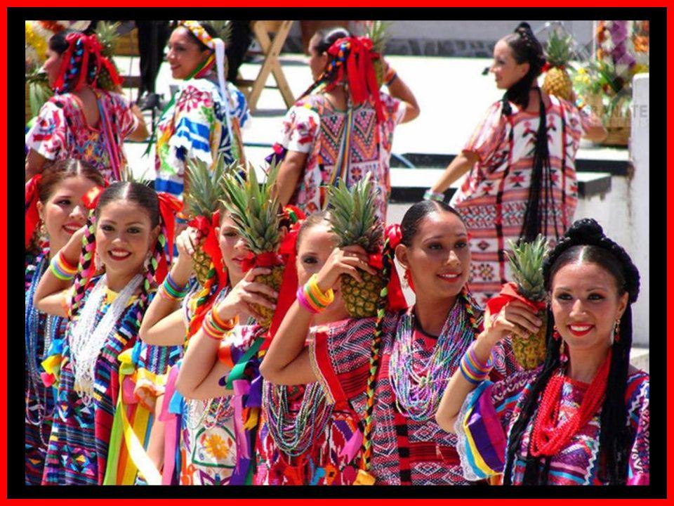 En julio Oaxaca se llena de ambiente festivo, de música, canto baile, color y tradición. La Guelaguetza es la celebración más importante del estado y