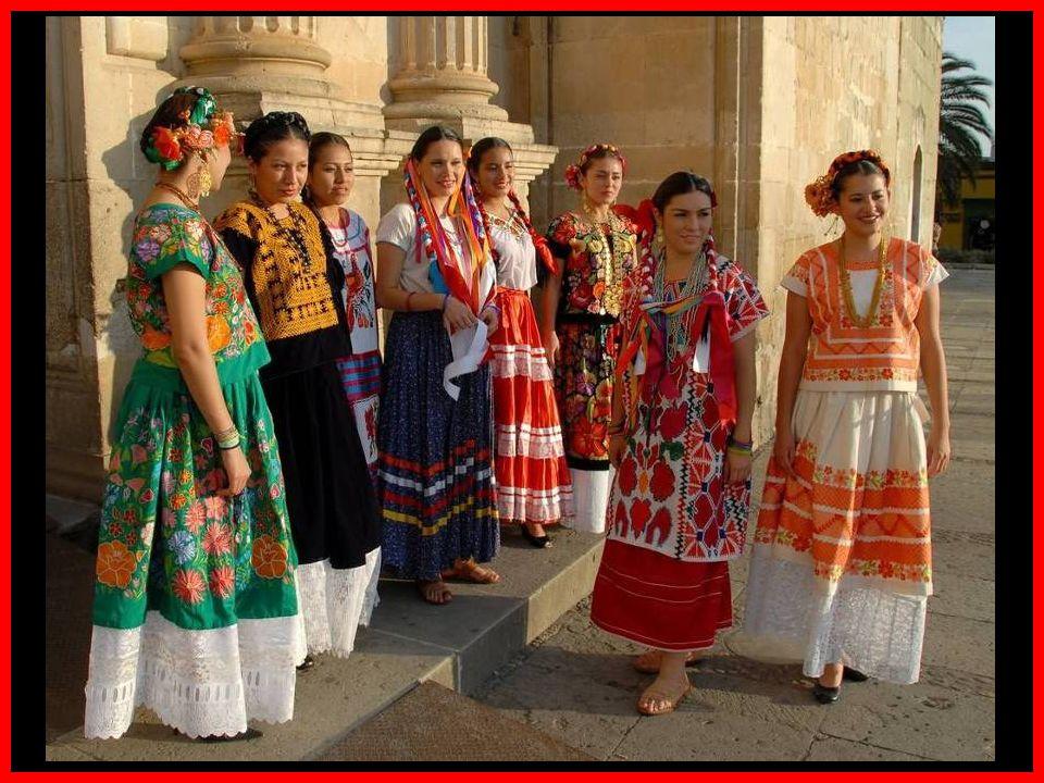 En julio Oaxaca se llena de ambiente festivo, de música, canto baile, color y tradición.