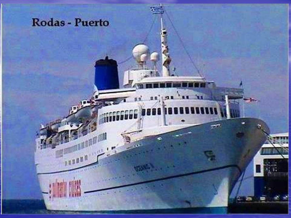 La Ciudad de Rodas, al norte de la isla, está rodeada al este y al oeste por el mar.