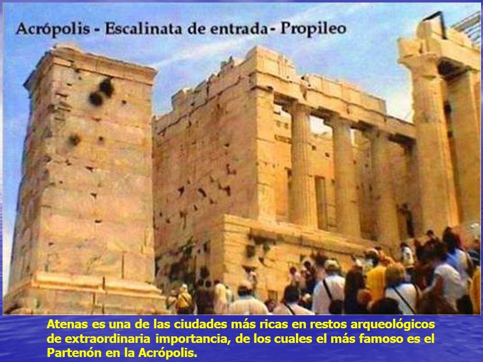 Atenas es una de las ciudades más ricas en restos arqueológicos de extraordinaria importancia, de los cuales el más famoso es el Partenón en la Acrópolis.