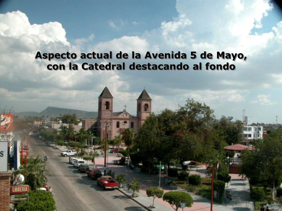 Aspecto actual de la Avenida 5 de Mayo, con la Catedral destacando al fondo Aspecto actual de la Avenida 5 de Mayo, con la Catedral destacando al fondo