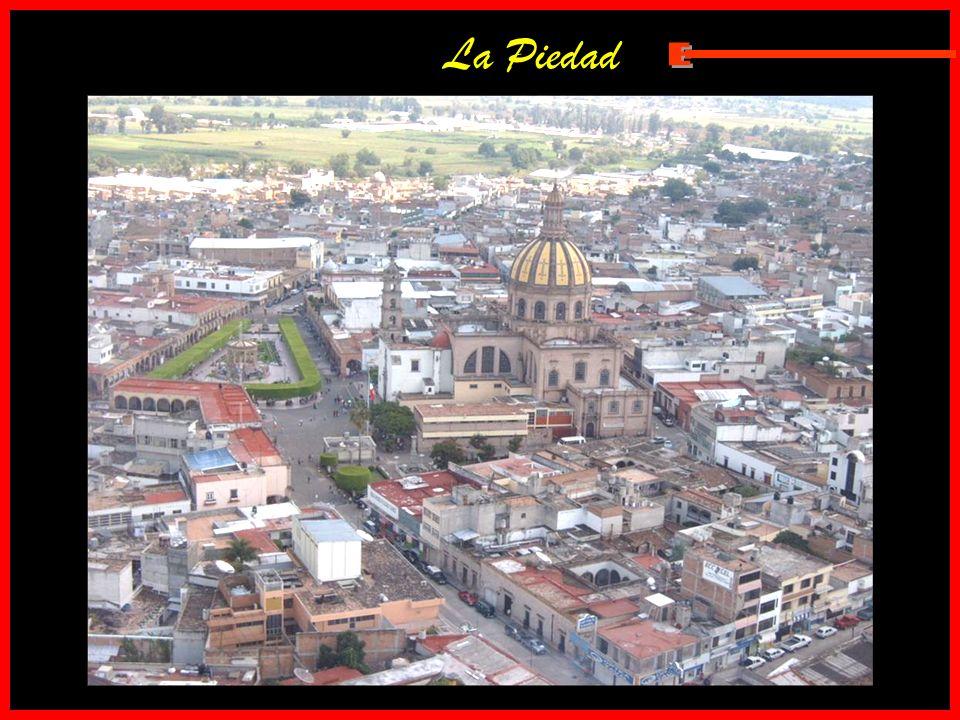 El santuario de Guadalupe de Zamora, Michoacán; la iglesia mas grande de Latinoamérica y la segunda mas alta del continente. Zamora