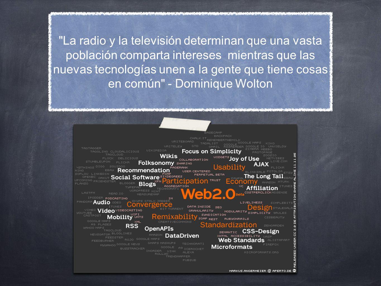 Pequeña introducción - Las redes sociales nacieron en el marco de la web 2.0 - Permiten a los usuarios interactuar y generar contenido - web dinámica / web estática - principios de la web 2.0: participar, conversar, interactuar
