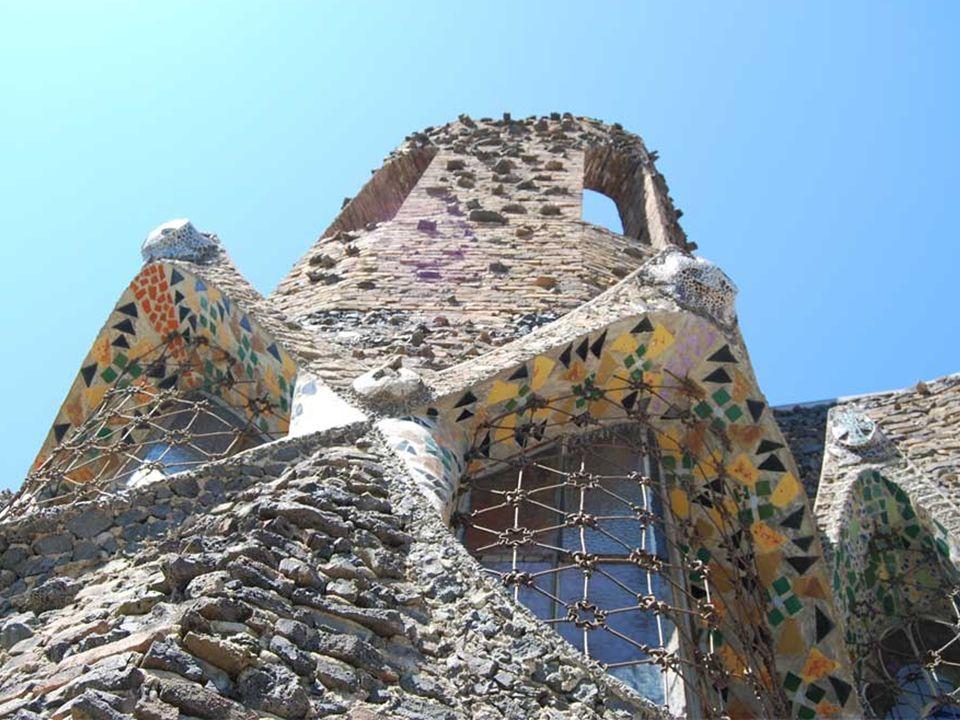 Eusebi Güell estableció una colonia obrera en Sta. Coloma de Cervelló ( Barcelona ). En ella Gaudí debía levantar una nueva iglesia de la que finalmen