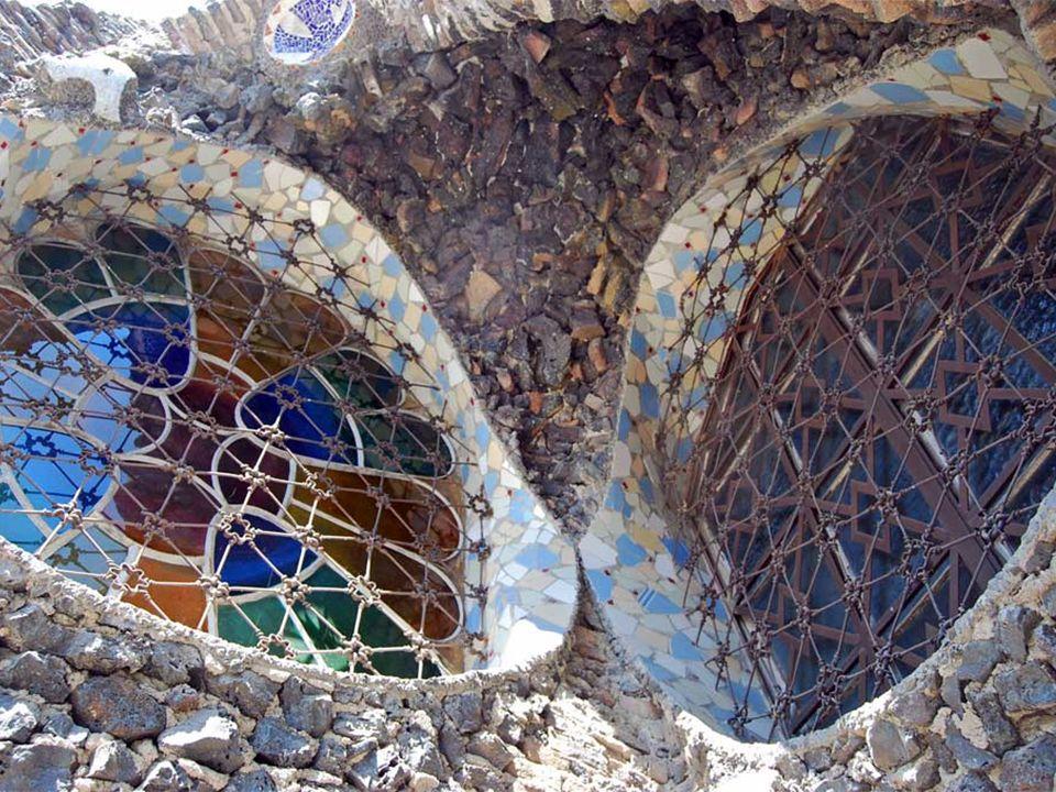 El conjunto es, posiblemente, la obra maestra de Gaudí, en cuanto a superación de la complejidad y de la rareza.
