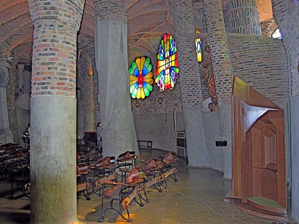 Los albañiles maestros de obra, dejaron también la muestra de su talento en muchos de los edificios, especialmente visible en la variedad de cornisas