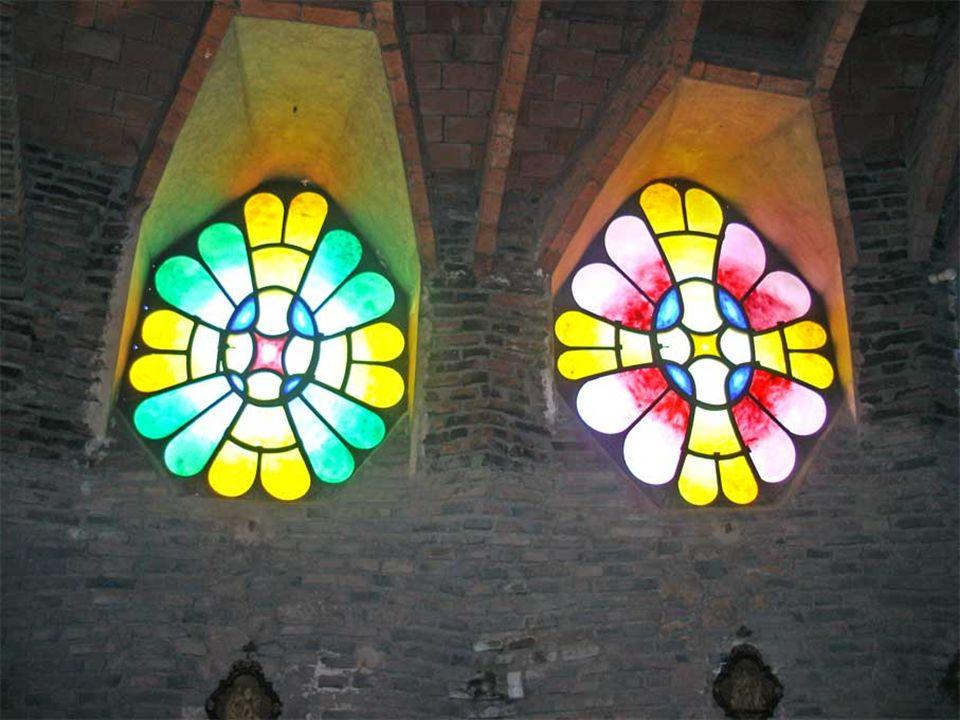 Una de las principales innovaciones de la iglesia es la introducción, por primera vez en la historia de la arquitectura, de las superficies con forma