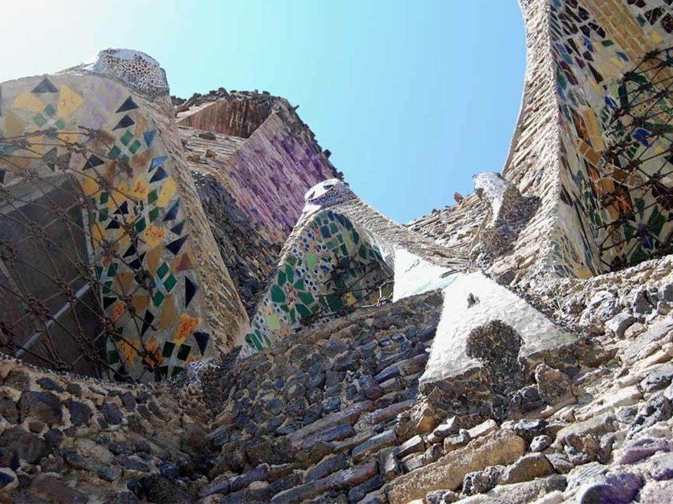 Uno de los elementos más relevantes de la iglesia es la variedada de materiales empleados : piedras basálticas y calizas, ladrillos cerámicos y requem