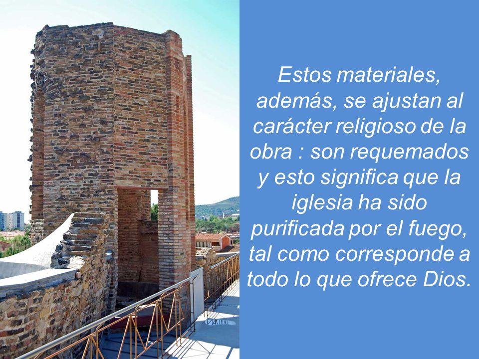 De la misma manera, los ladrillos y los residuos de fundición de los muros exteriores no sólo cumplen una función constructiva sino que, gracias a su