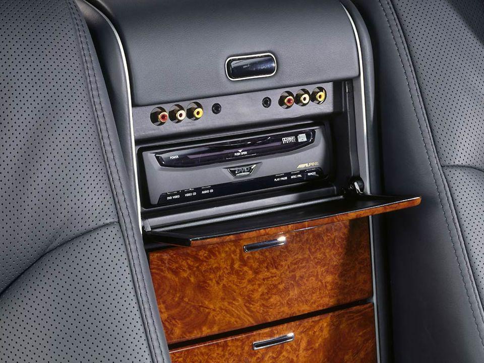 Internet vía WAP Acceso al portal de Acceso al portal de Mercedes Benz de momento sólo en Alemania, Austria y Suiza.