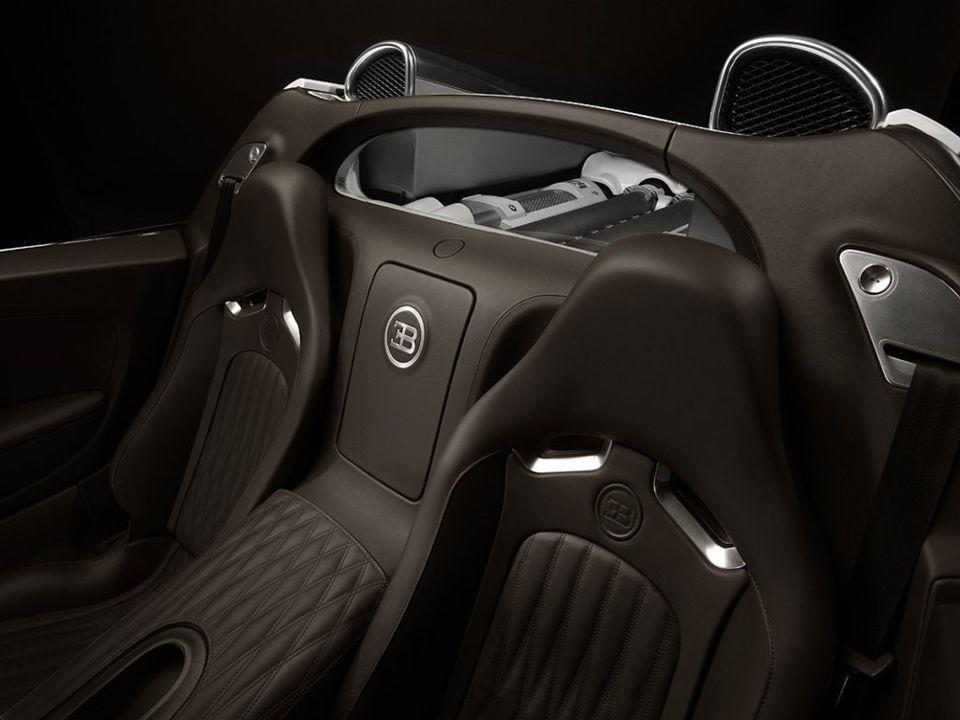 Claro que no es digamos una ganga, pero quien tenga 1.830.000 Euros, tendrá, eso si esperando como mínimo un año, este Bugatti Veyron 16.4 Grand Sport
