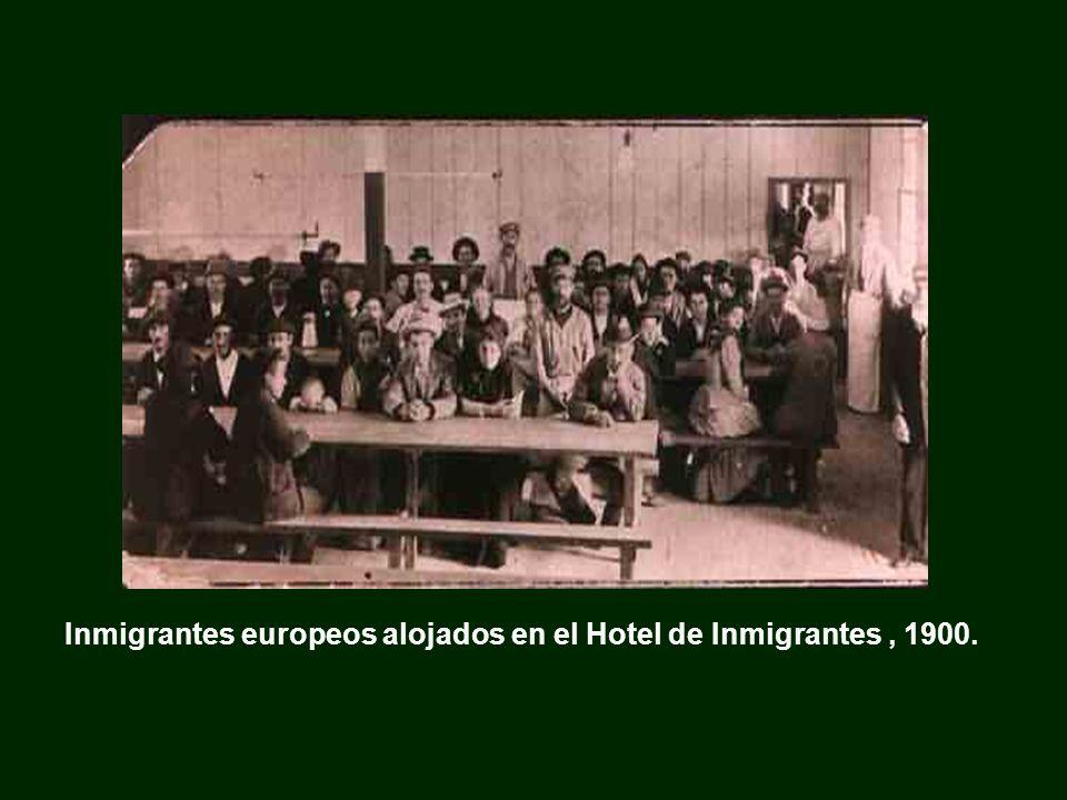 Inmigrantes europeos alojados en el Hotel de Inmigrantes, 1900.