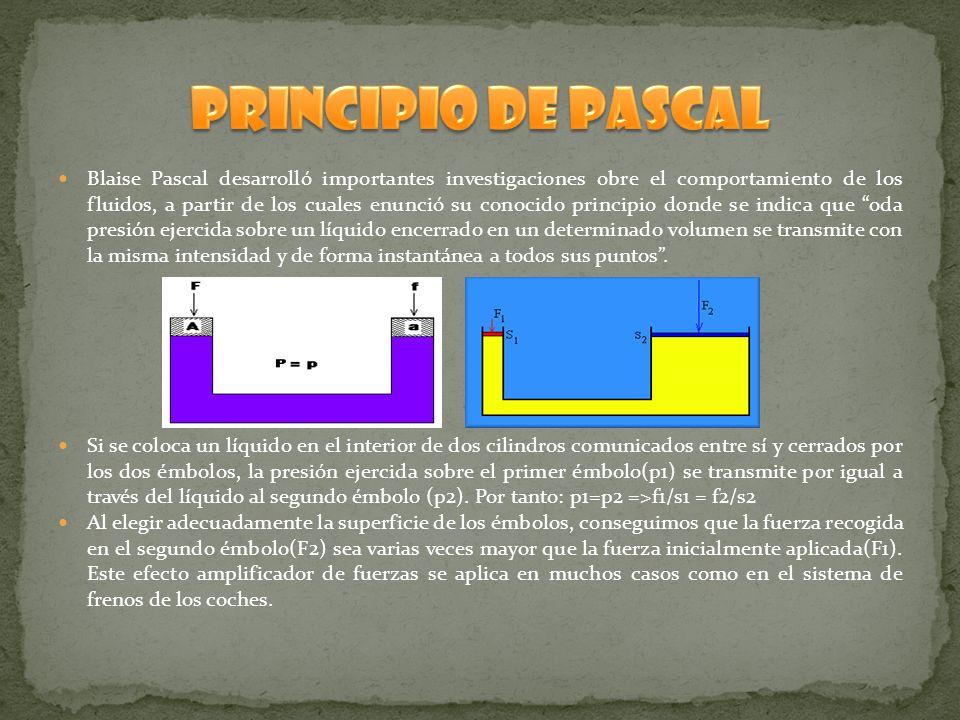 Blaise Pascal desarrolló importantes investigaciones obre el comportamiento de los fluidos, a partir de los cuales enunció su conocido principio donde se indica que oda presión ejercida sobre un líquido encerrado en un determinado volumen se transmite con la misma intensidad y de forma instantánea a todos sus puntos.