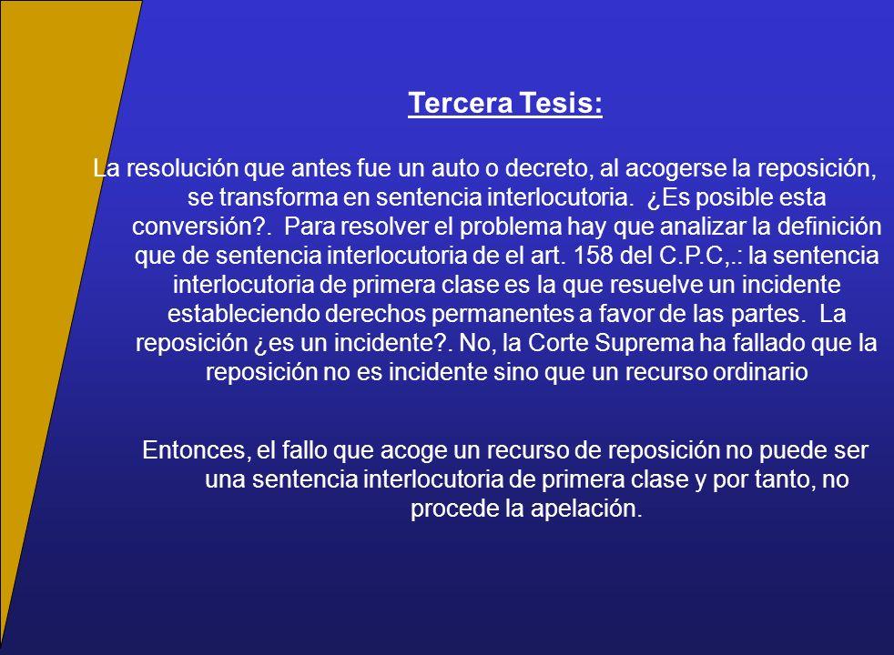 Tercera Tesis: La resolución que antes fue un auto o decreto, al acogerse la reposición, se transforma en sentencia interlocutoria.