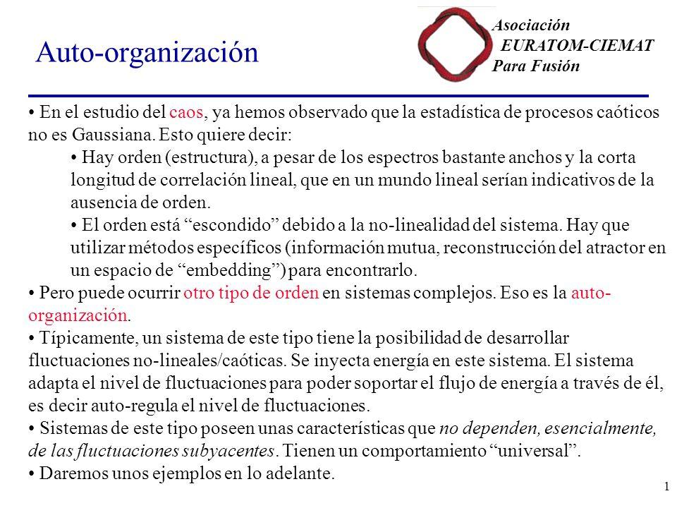 Asociación EURATOM-CIEMAT Para Fusión 1 Auto-organización En el estudio del caos, ya hemos observado que la estadística de procesos caóticos no es Gaussiana.