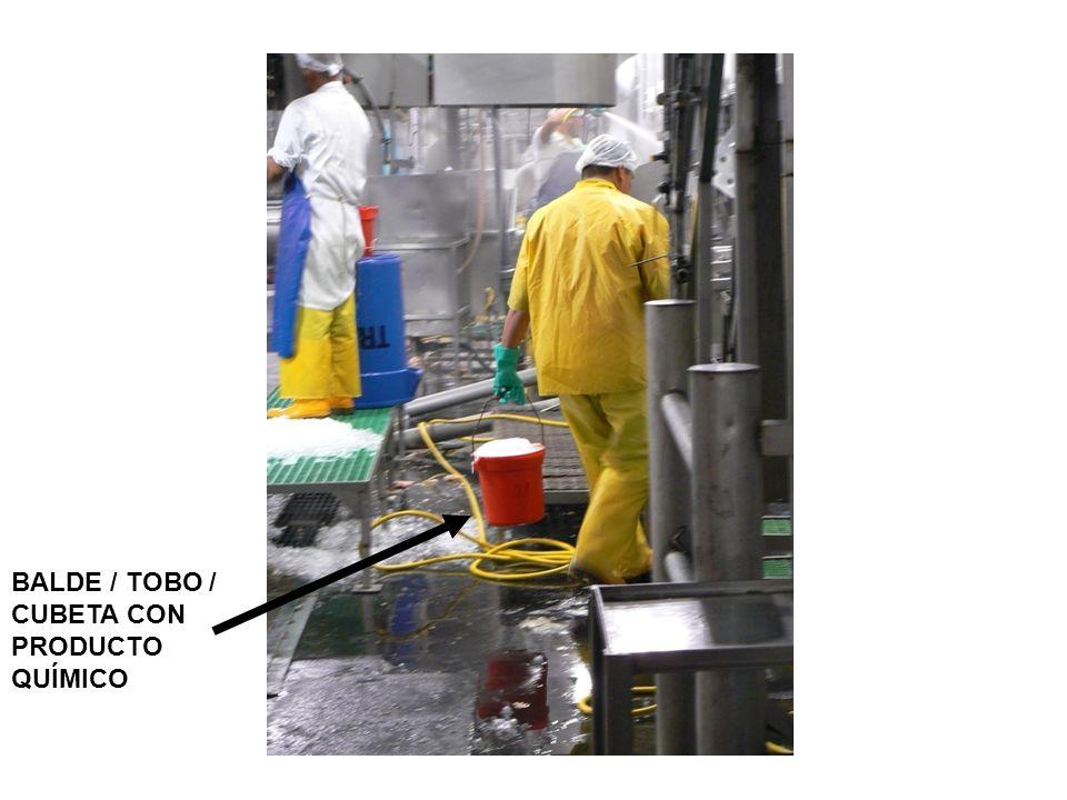 Antecedentes El estándar / norma sobre Comunicación de los Riesgos Químicos (HazCom) se sustenta en un simple concepto –que los empleados tienen tanto la necesidad como el derecho a conocer los riesgos y peligros químicos, y a identificar los productos químicos a los cuales ellos están expuestos cuando trabajan.