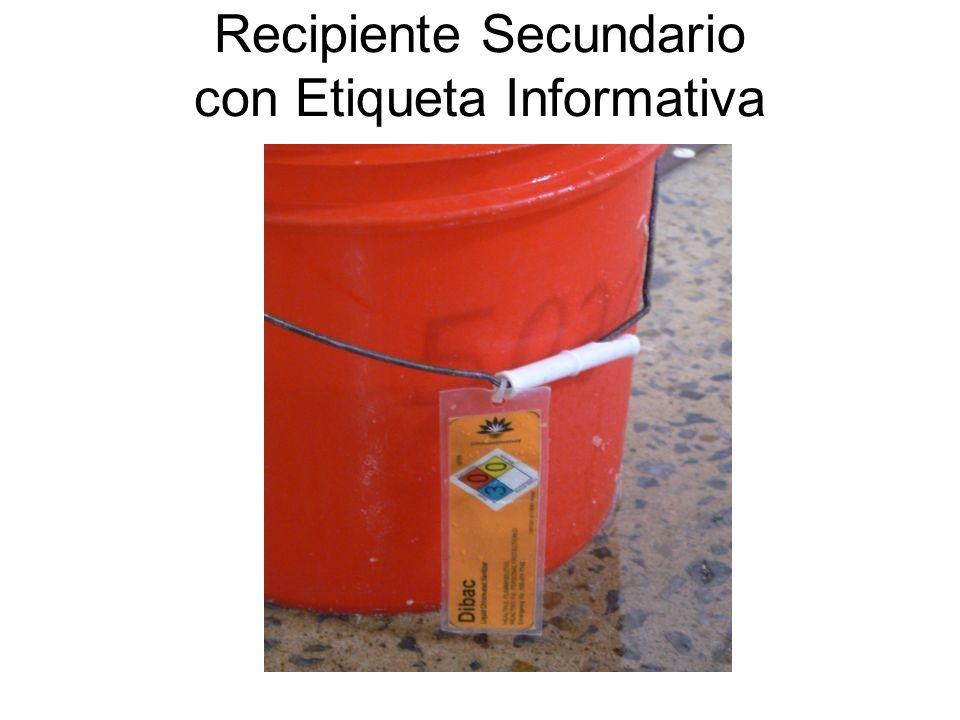 BALDE / TOBO / CUBETA CON PRODUCTO QUÍMICO