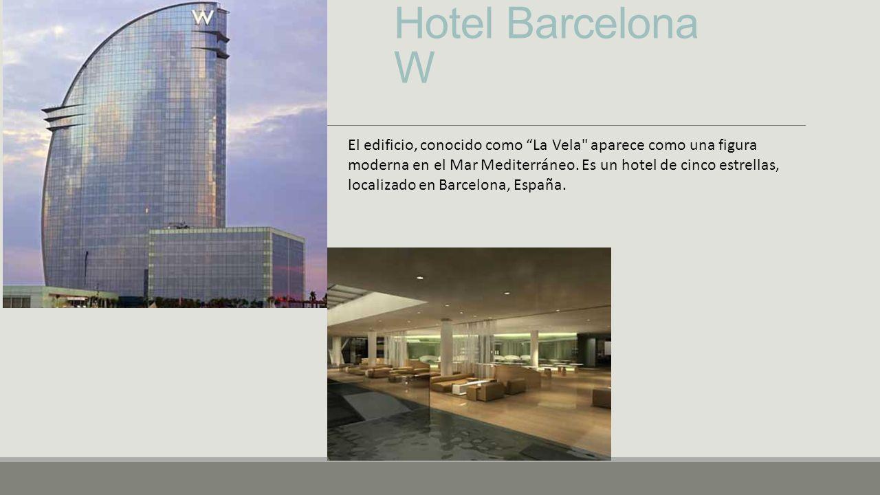 Hotel Barcelona W El edificio, conocido como La Vela aparece como una figura moderna en el Mar Mediterráneo.