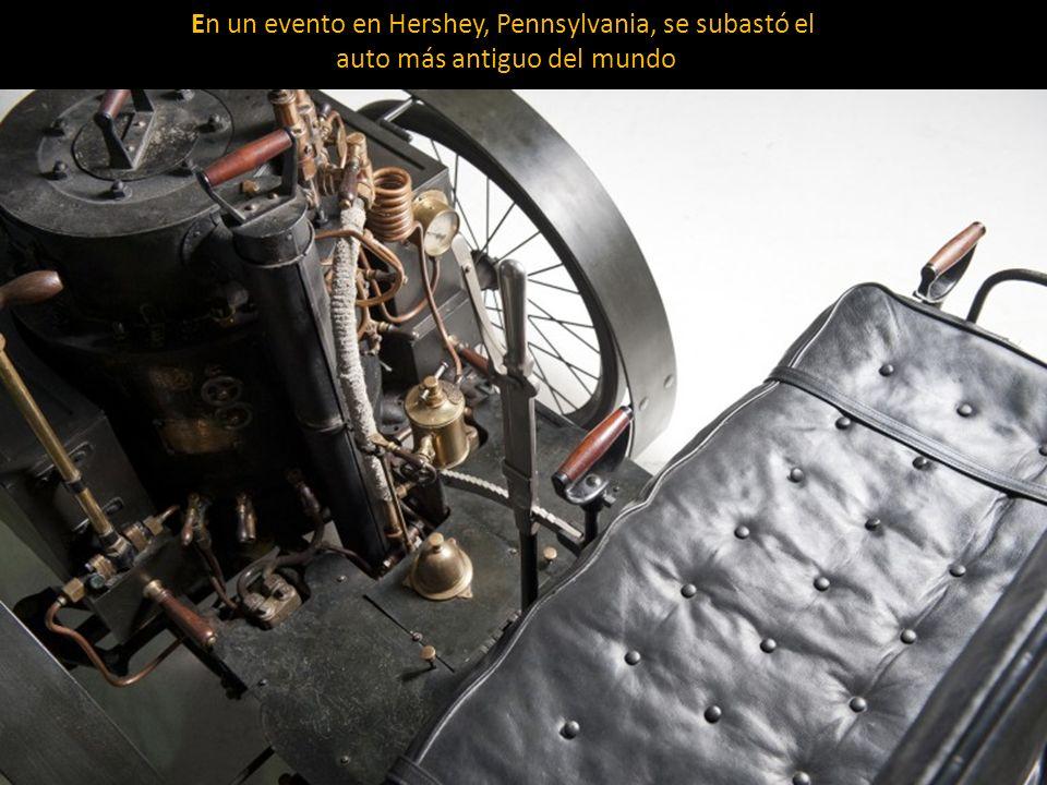 El coche tarda 45 minutos en generar suficiente vapor para conducir, se alimenta de trozos de papel, madera y carbón Fue construido dos años antes que