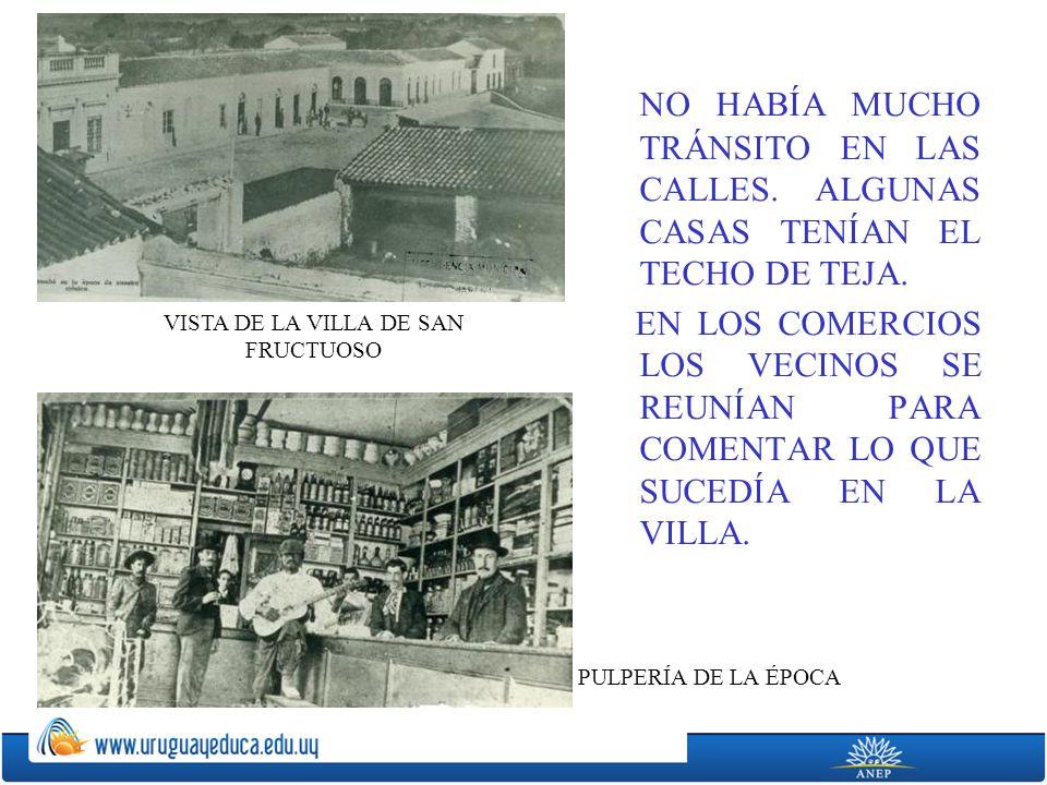 NO HABÍA MUCHO TRÁNSITO EN LAS CALLES.ALGUNAS CASAS TENÍAN EL TECHO DE TEJA.