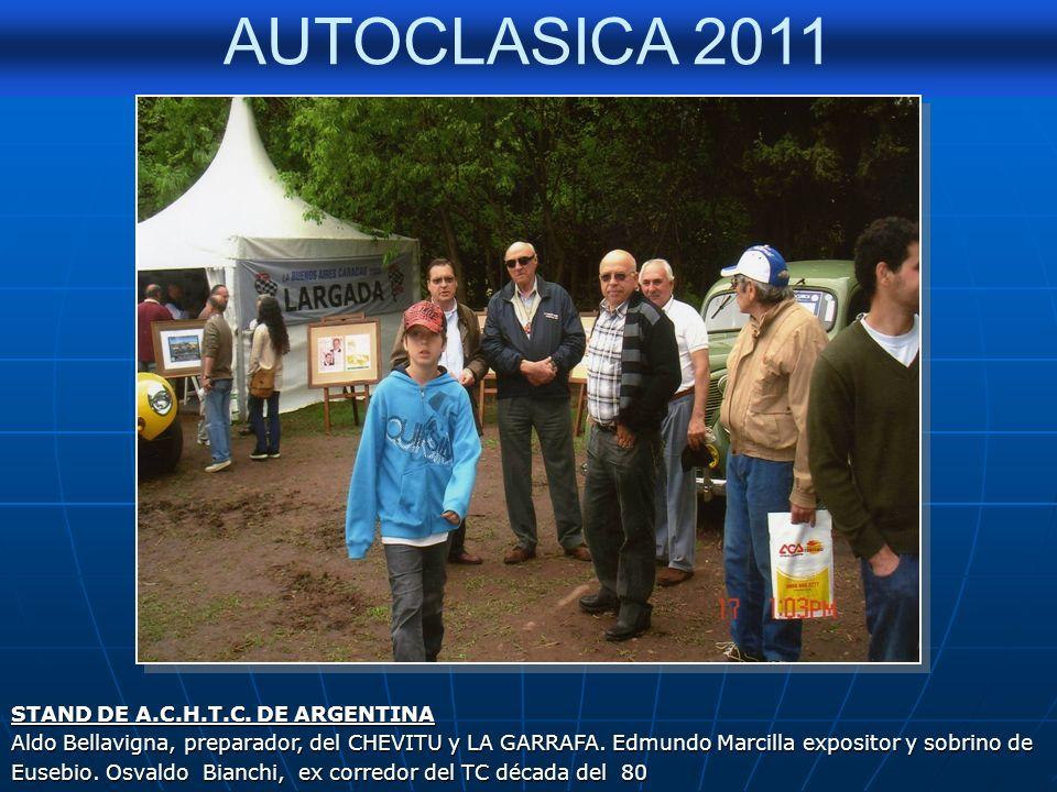 AUTOCLASICA 2011 Entrega del premio al stand de la Agrupación Clásicos e Históricos del Turismo Carretera por el Presidente del Club Organizador Clási