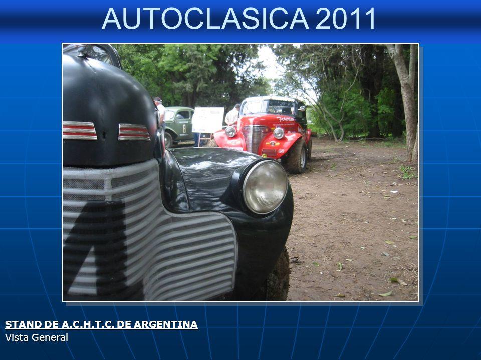 AUTOCLASICA 2011 HOMENAJE A CHARLY HUERGO Patricia Mc Cabe, su esposa, junto a varios integrantes de la Agrupación.