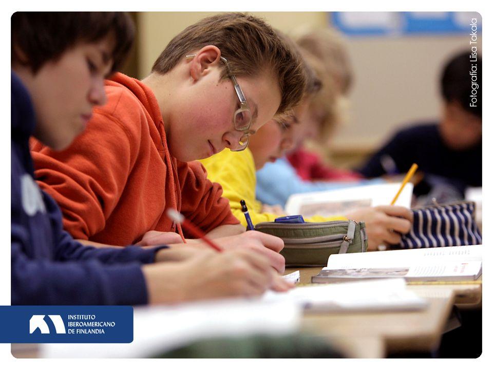 Profesorado valorado profesión apreciada por la sociedad menos del 10 % de los aspirantes aceptados en las 16 Facultades de Educación en Finlandia (nota media alta + más aptitudes personales) autoridad educativa indiscutible formación continua 19.4.2014 9
