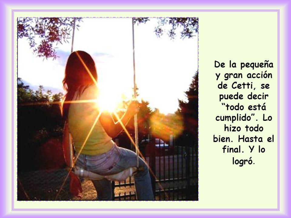 Al día siguiente, Cetti sostiene con amor a Giorgina que vuelve a la escuela.