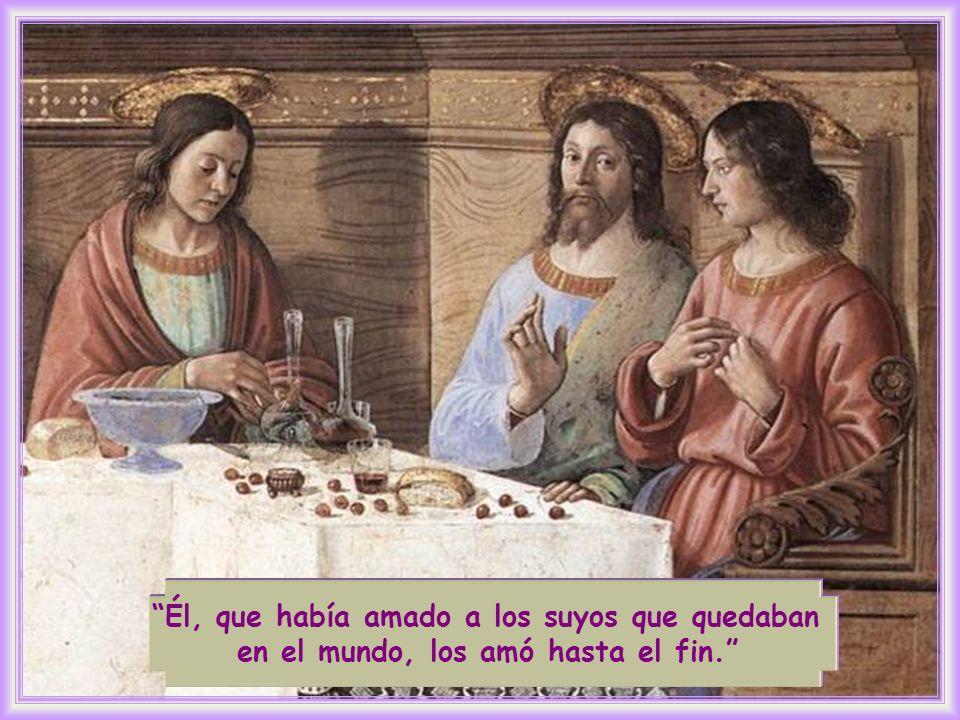 En los últimos momentos que vive con los suyos, Jesús manifiesta de modo supremo y más explícito el amor que desde siempre alimentaba por ellos.