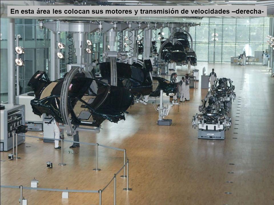 En esta área les colocan sus motores y transmisión de velocidades –derecha-