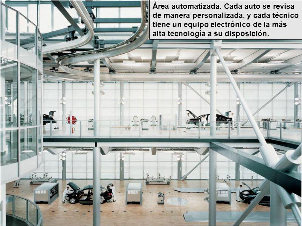 Área automatizada. Cada auto se revisa de manera personalizada, y cada técnico tiene un equipo electrónico de la más alta tecnología a su disposición.