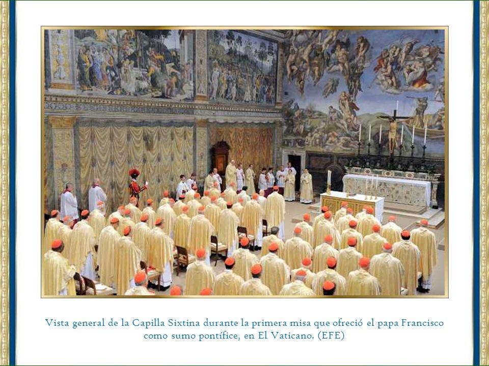 Un periódico con la noticia de la elección del nuevo papa, el cardenal jesuita argentino Jorge Mario Bergoglio, que adoptó el nombre Francisco y es el