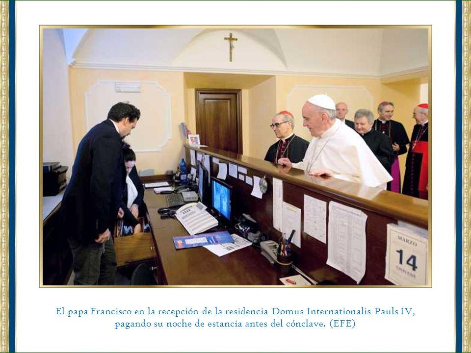 Vista general de la Capilla Sixtina durante la primera misa que ofreció el papa Francisco como sumo pontífice, en El Vaticano. (EFE)