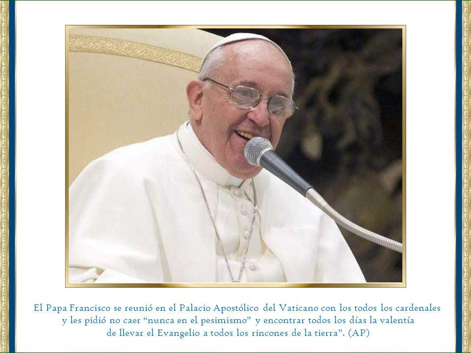 El papa Francisco visitando la residencia pontificia en la santa Sede del Vaticano. (EFE)