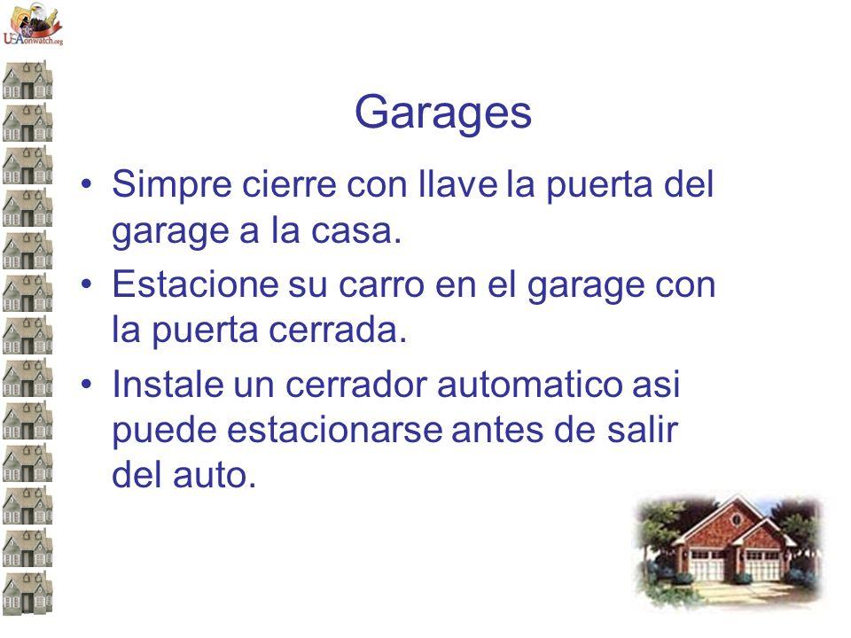 Garages Simpre cierre con llave la puerta del garage a la casa.