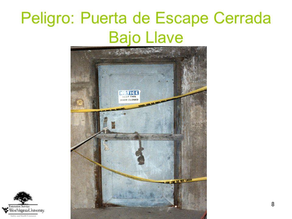 9 Alumbrando y Marcando la Ruta de Escape Cada ruta de escape debe estar adecuadamente iluminada Marcada con un letrero en que se lea Exit (Salida) Si la dirección hacia la salida no es evidente, señales deben ser colocadas para indicar la dirección.